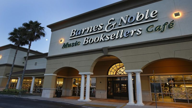 Booze & books! Barnes & Noble to serve beer & wine