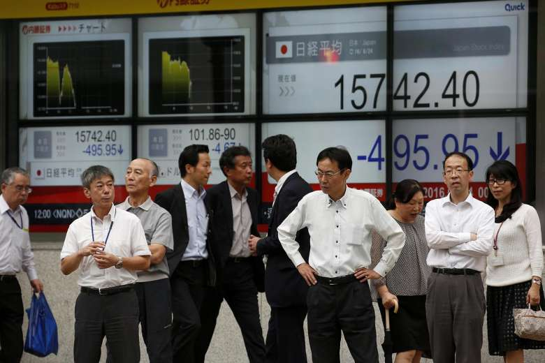 Japan : Asian shares near 9-month peak, dollar shines