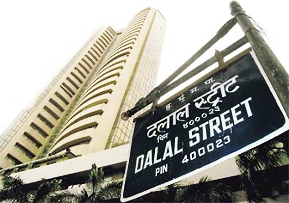 India : Sensex tanks 1000 pts as Trump leads Clinton; Realty sinks 15%