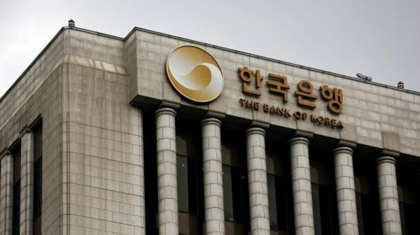 South Korea holds interest rates but easing expectations grow