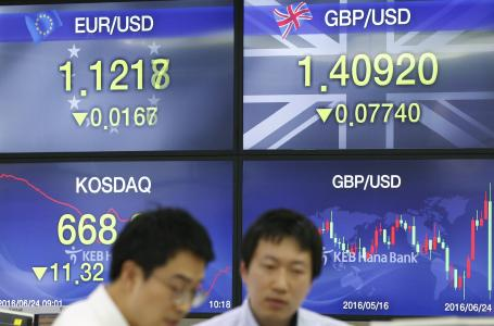 Yen keeps distance from 1-month low after Kuroda comments, Aussie gains