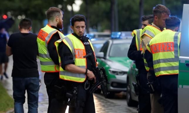 Germany : Multiple deaths reported at shooting in Munich shopping mall