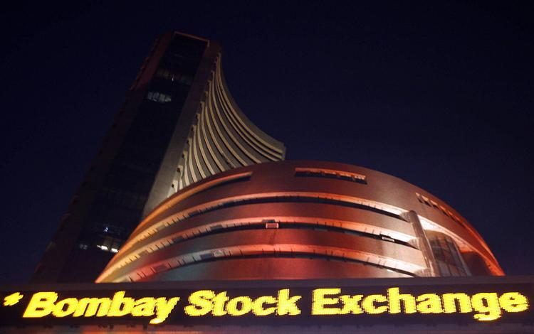 India : Sensex sinks 389 pts, Nifty ends below 8000 on growth worries