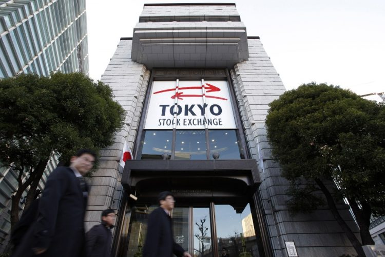 Japan : Nikkei flat in choppy trade, yen's rise leaves index poised for weekly loss