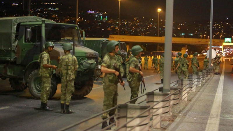 Turkey  : Pro-govt forces back in control of military headquarters