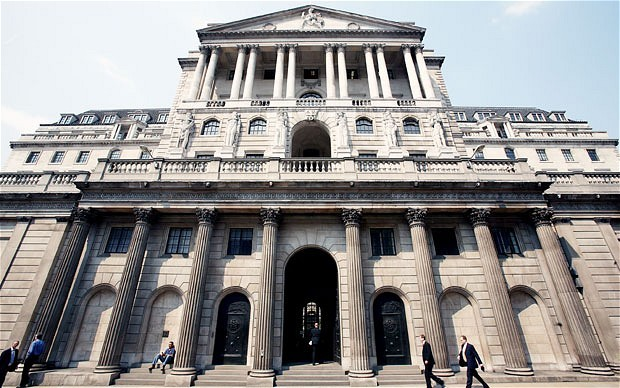 UK : Bank of England slashes interest rates, revives stimulus program