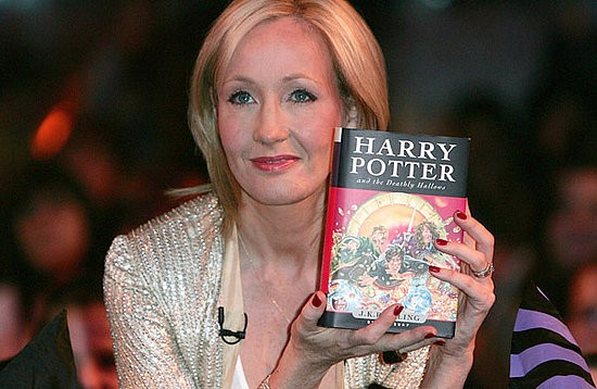 "UK : J.K. Rowling bids farewell to Harry Potter at ""Cursed Child"" gala"