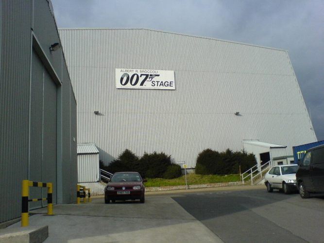 UK : Studio behind James Bond films to be sold for $425 million