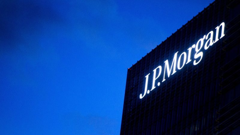 US : Jamie Dimon Is Giving J.P. Morgan Employees a Big Raise