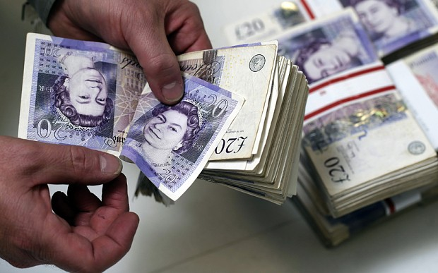 Sterling drifts lower before labour, wages data