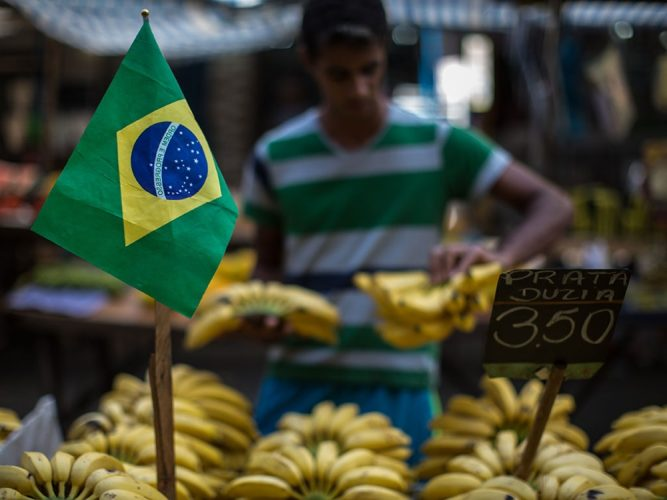 Brazil : Economy sheds 74,748 jobs in October