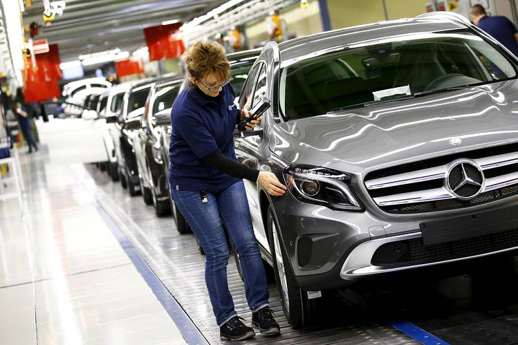 Germany : Weak trade put brakes on growth in third quarter