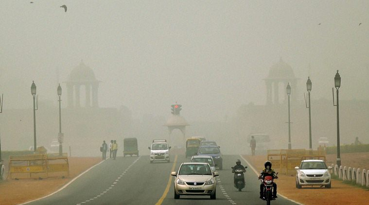 India : Delhi under cloud of smog, considers traffic measures to ease pollution