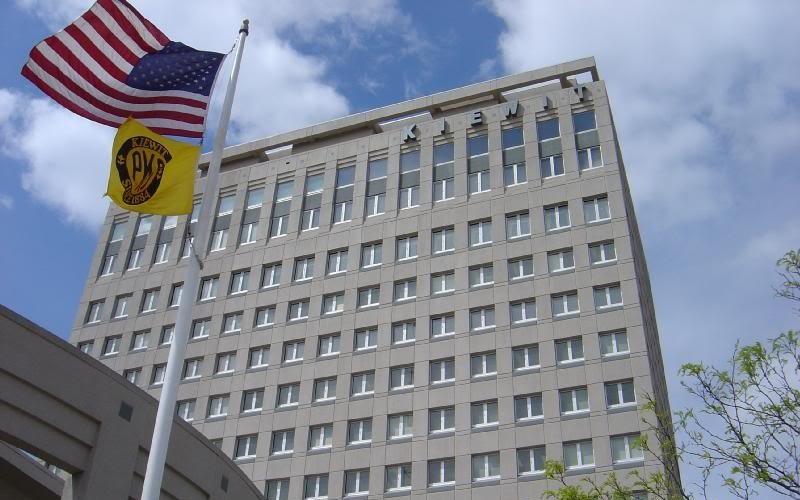 US : Berkshire profit falls 24 pct, keeps Wells Fargo stake