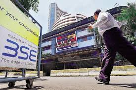 Earnings drag Sensex 318 pts; Nifty holds 9700, weekly loss at 3.5%; Midcap outperforms