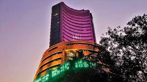 Market Live: Sensex holds 300 pts gains, Midcap index turns flat; PSU Bank dips 2%